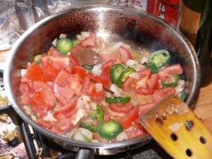 Murgh Chole - Chilli & Tomaten zugeben