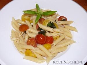 Penne con Aglio, Pomodori e Basilico