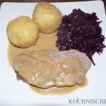 Schweinebraten in Bourbon-Schwarzbier-Sauce mit Klößen und Rotkohl
