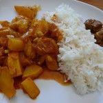 Lecker Zucchini Vindaloo mit Basmati-Reis und Achar!
