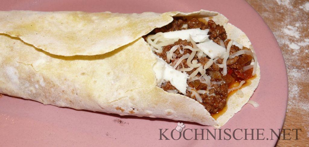 Burrito mit Hackfleisch, Bohnen, Käse und Ziegenkäse