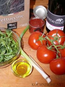 Zutaten für Fettuccine al nero di seppia con pomodoro e rucola