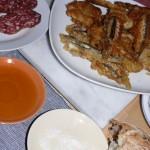 Frittierte Sardellen und andere Tapas